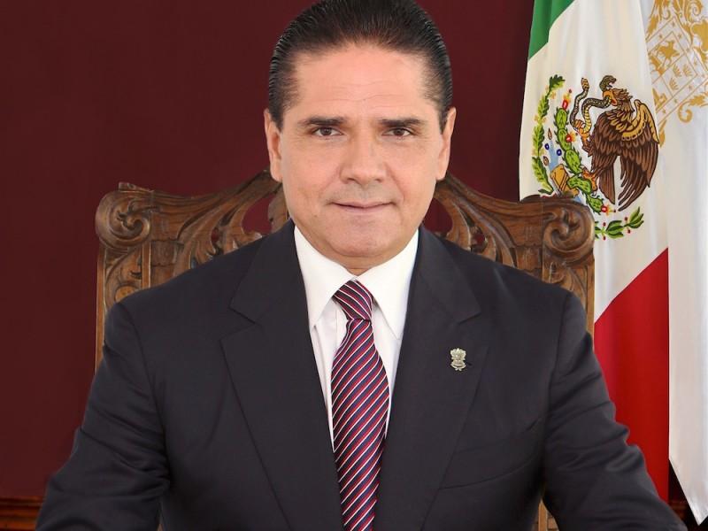 Gobernador de Michoacán se plantaría en Pemex