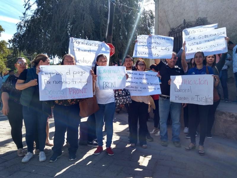 Gobernador dejó plantados a manifestantes