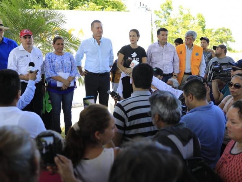 Gobernador entrega apoyos a damnificados del norte.