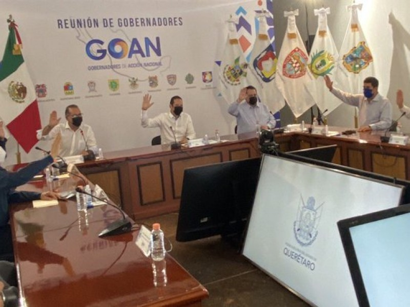 Gobernadores panistas piden reunión con el secretario de salud