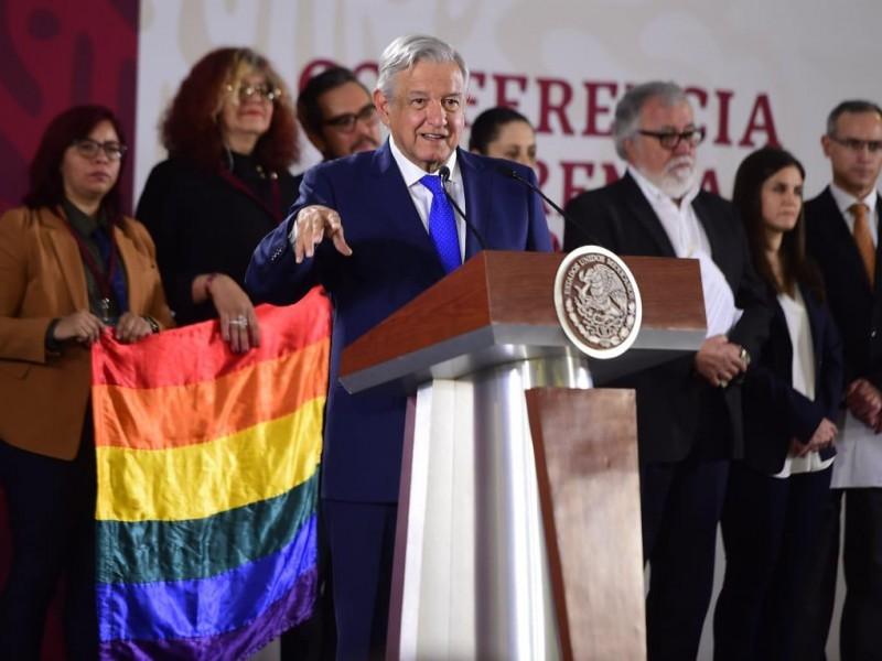 AMLO decreta Día Nacional contra la homofobia