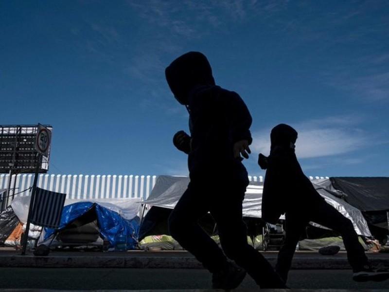 Gobierno de Biden habilita centro de convenciones para menores inmigrantes