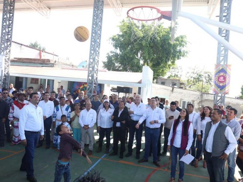Gobierno entrega apoyos en la col. Zitacua