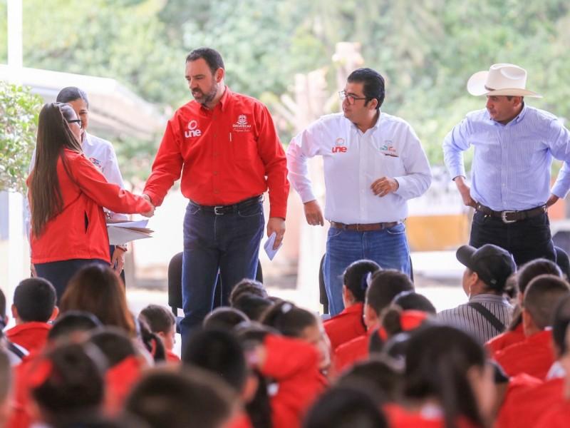 Gobierno estatal entrega apoyos y obra pública en Tepechitlán