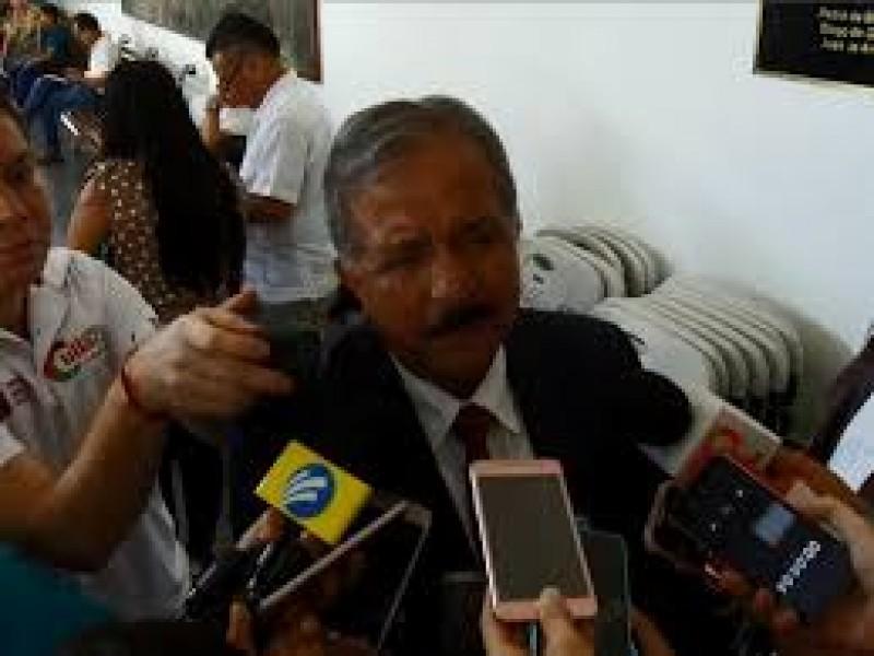 Gobierno no puede dejar de funcionar: Estrada Ferreiro