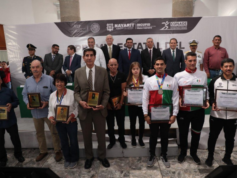 Gobierno reconoce a diez atletas sobresalientes