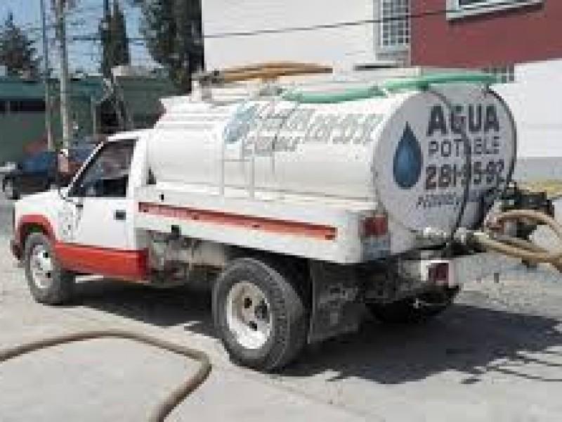 Gobierno repartió más de 1o mil depósitos de agua potable