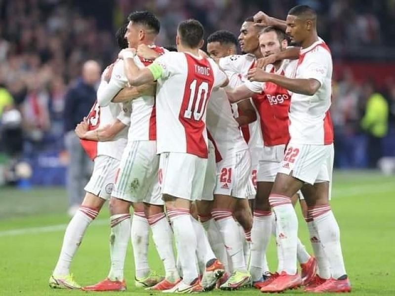 Golea Ajax al PSV en el clásico de Países Bajos