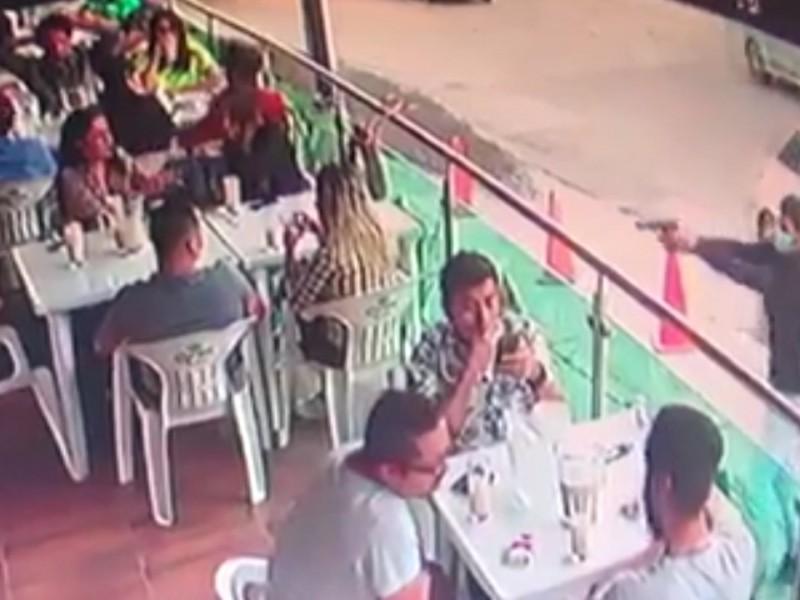 Graban ejecución en restaurante de León