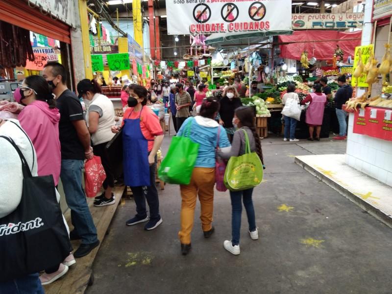 Gran afluencia en mercados por compras para el grito
