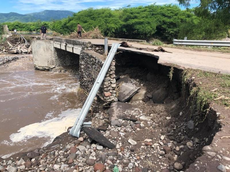 Grave daño en puente, cierran carretera al Chical