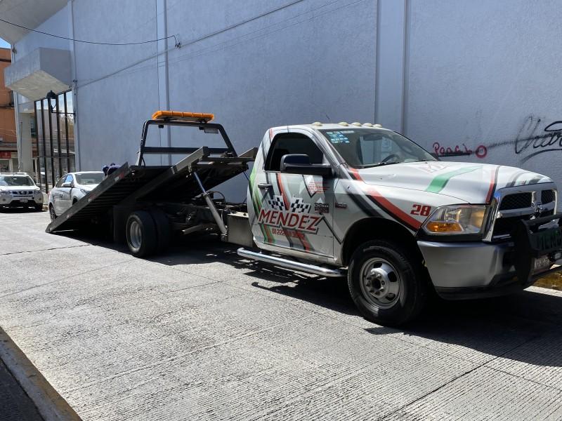 Grúas siguen operando en Xalapa sin tener convenio con Tránsito