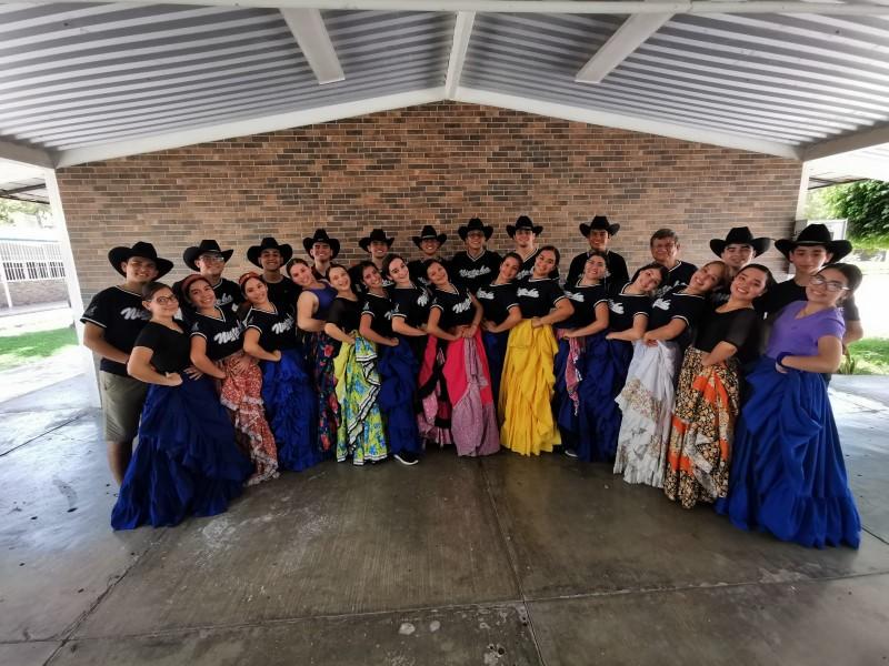 Grupo de ballet folklórico