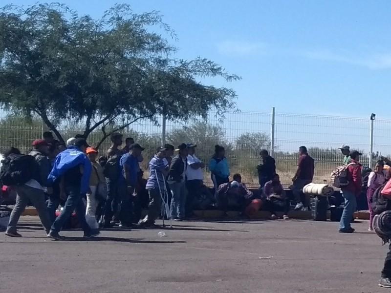 Grupo de migrantes queda varado en Sonora