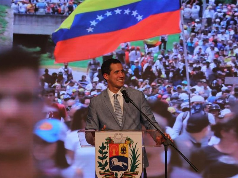 Guaidó pide a militares
