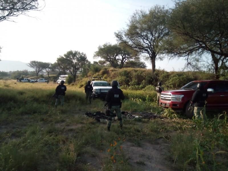 Guardia Nacional asegura personas, armamento y droga en Jalpa