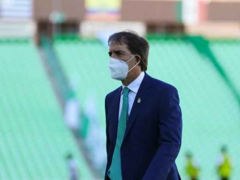 Guillermo Almada se queda en Santos