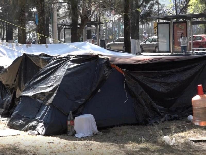 Habilitan casas de campaña, familiares de pacientes en HNP