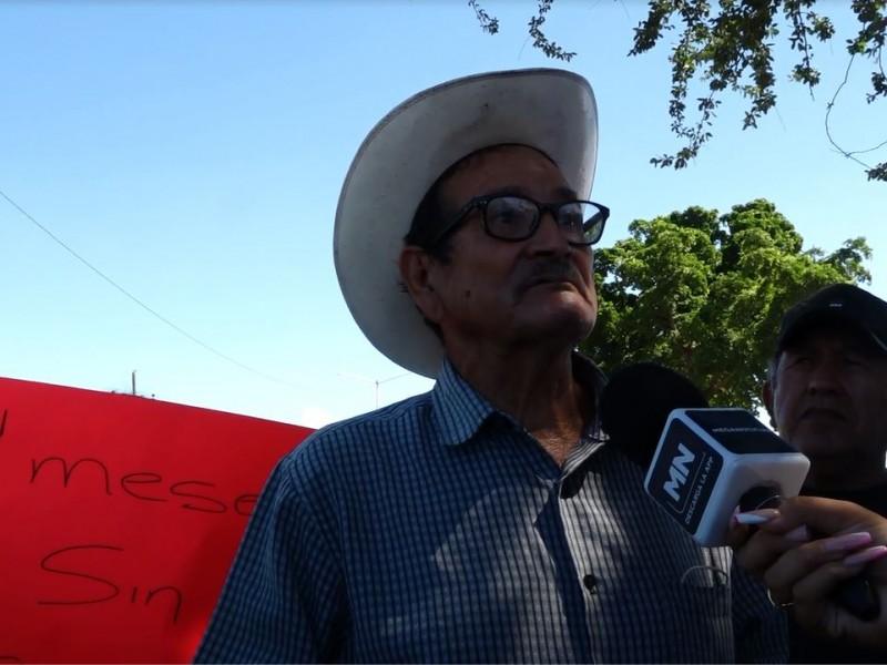 Habitantes de Campo Romero, tapan el acceso la Culiacán-Navolato