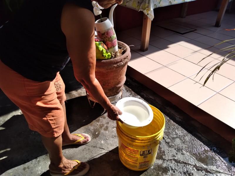 Habitantes de la colonia Burocrática Maya, reciben agua contaminada