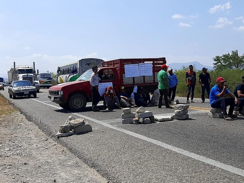 Habitantes de Puente Madera bloquean carretera; rechazan parques industriales