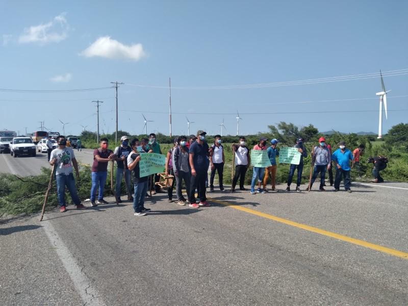 Habitantes de San Miguel Chimalapa exigen recursos públicos, realizan bloqueos