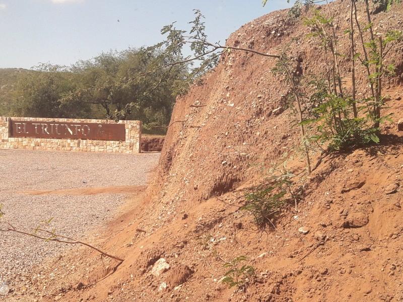 Habitantes del Triunfo exigen remediación de terreros abandonados
