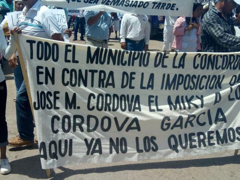 Habitantes protestan contra nuevo alcalde en la Concordia