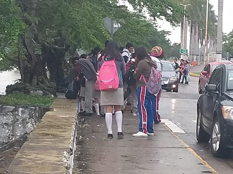 Habrá tolerancia en escuelas ante presencia de lluvia
