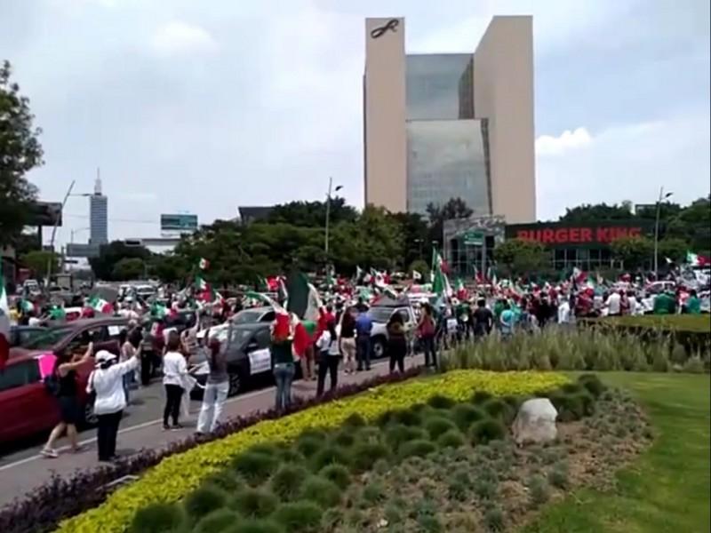 Hacen cuarta caravana contra AMLO en Guadalajara