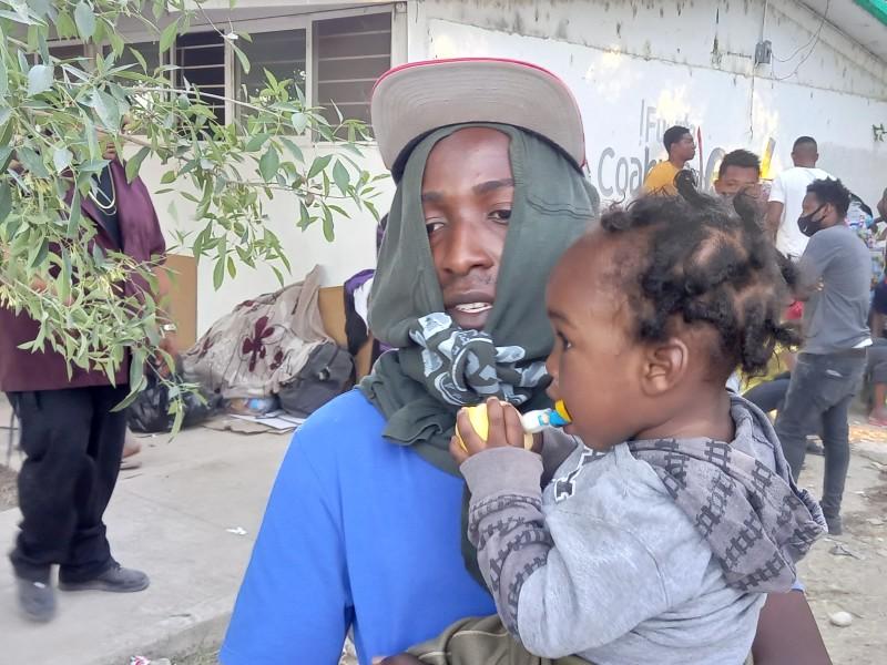 Haitianos se aferran a permanecer en Acuña