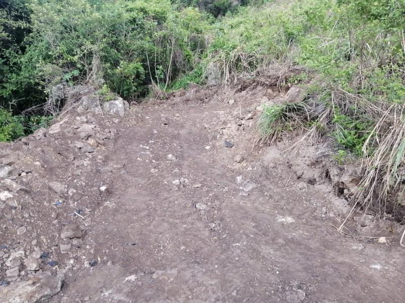 Hallan 82 bolsas con restos humanos en tres fosas