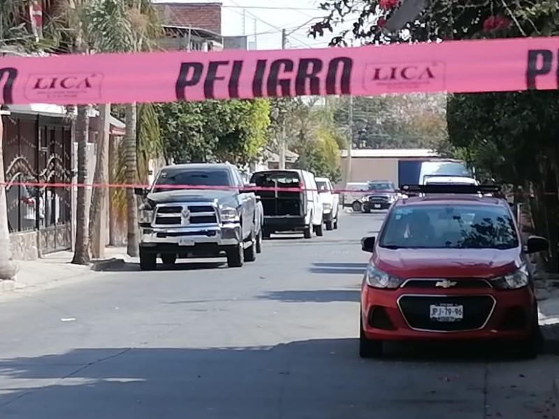 Hallan cuerpo enterrado en vecindad en Tetlán