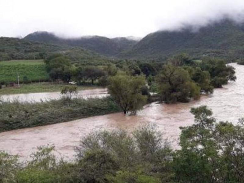 Hallan cuerpo flotando en río Mixteco en Axutla