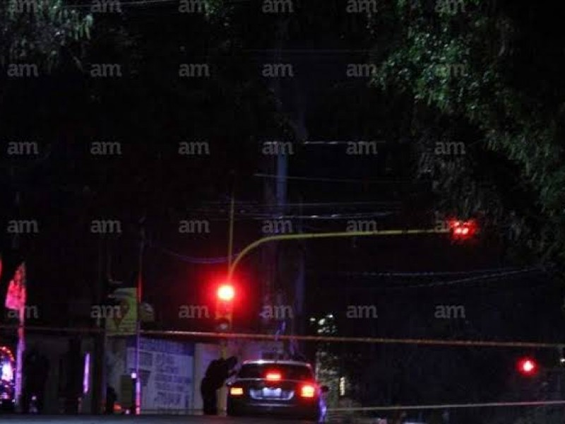 Hallan pareja asesinada en auto en la Obrera