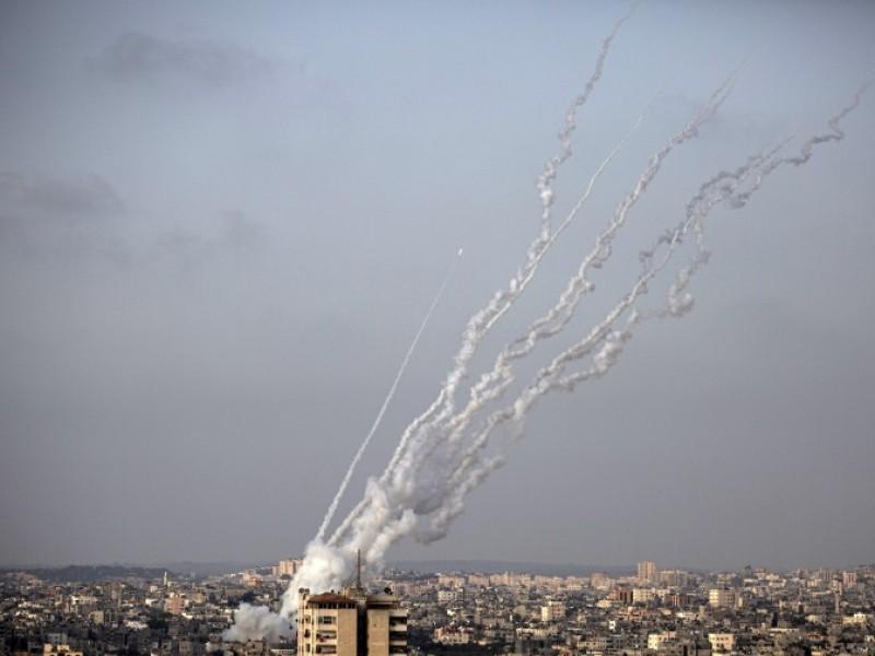 Hamas dispara 130 cohetes contra Tel Aviv