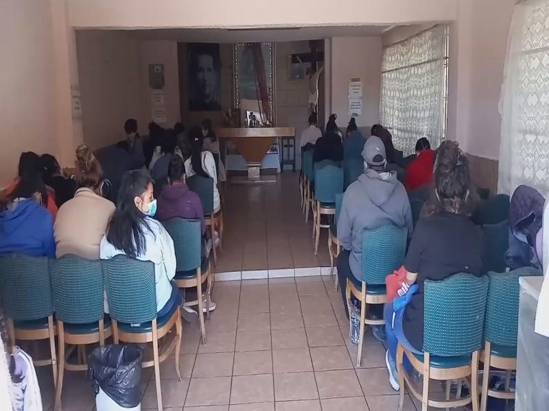 Hasta 180 personas al día asisten en albergue para migrantes