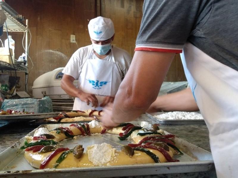 Tepicenses preservan la tradición de compartir la Rosca de Reyes