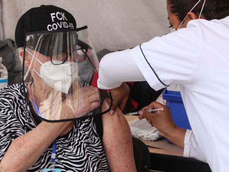 Hay buena aceptación de adultos mayores a vacunarse