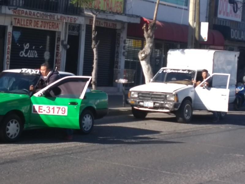 Hay enormes filas para cargar gasolina en León