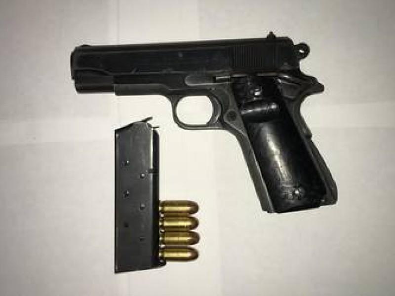 Hieren a hombre con arma de fuego