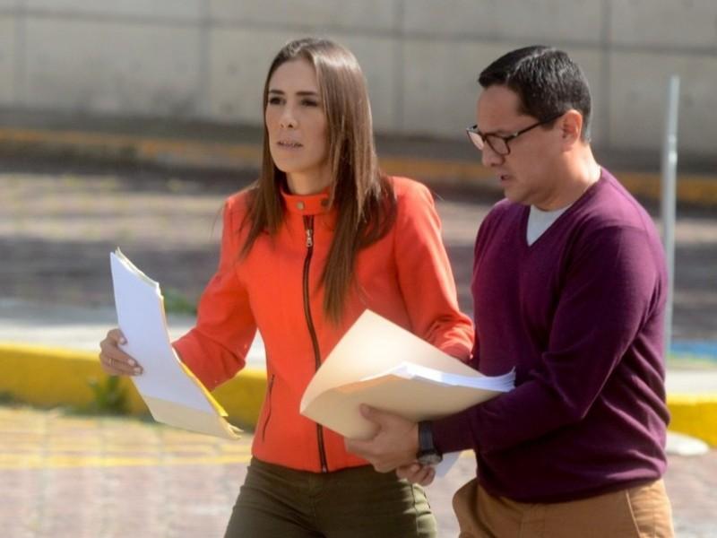 Hija de Robles pide audiencia con Gertz Manero