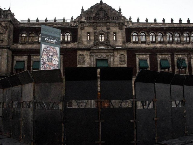 ¡Histórico! Amurallan Palacio Nacional por marcha 8M