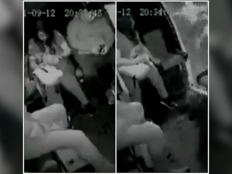 Hombre cae de una combi al quedarse dormido