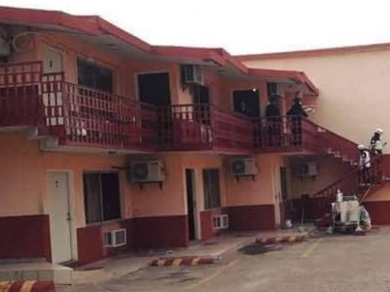 Hombre es encontrado sin vida en hotel del periférico