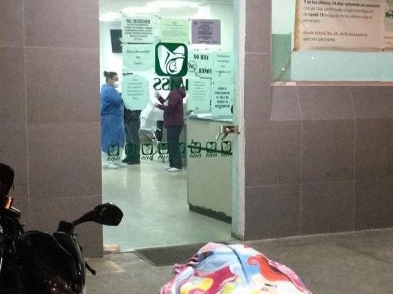 Hombre muere en la puerta de un hospital; IMSS investiga