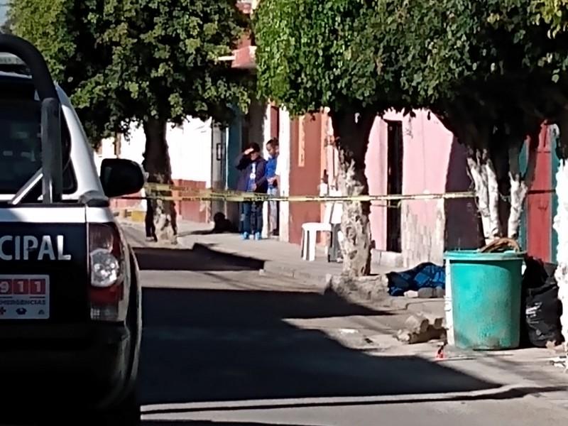 Hombre pierde la vida en vía pública
