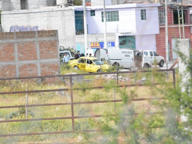 Hombre sin vida en taxi robado