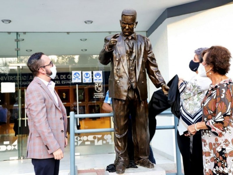 Homenaje al primer rector de la UAQ
