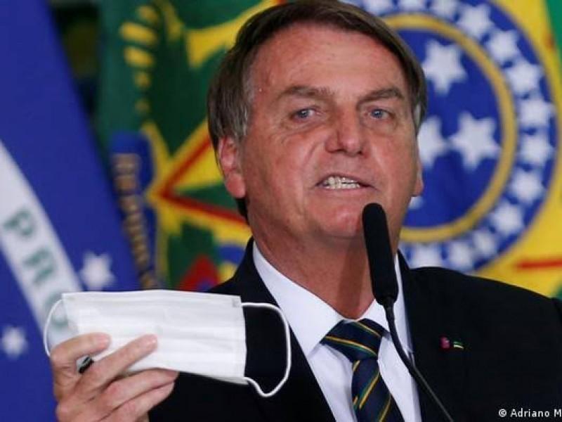 Hospitalizan al presidente Jaír Bolsonaro por un hipo crónico